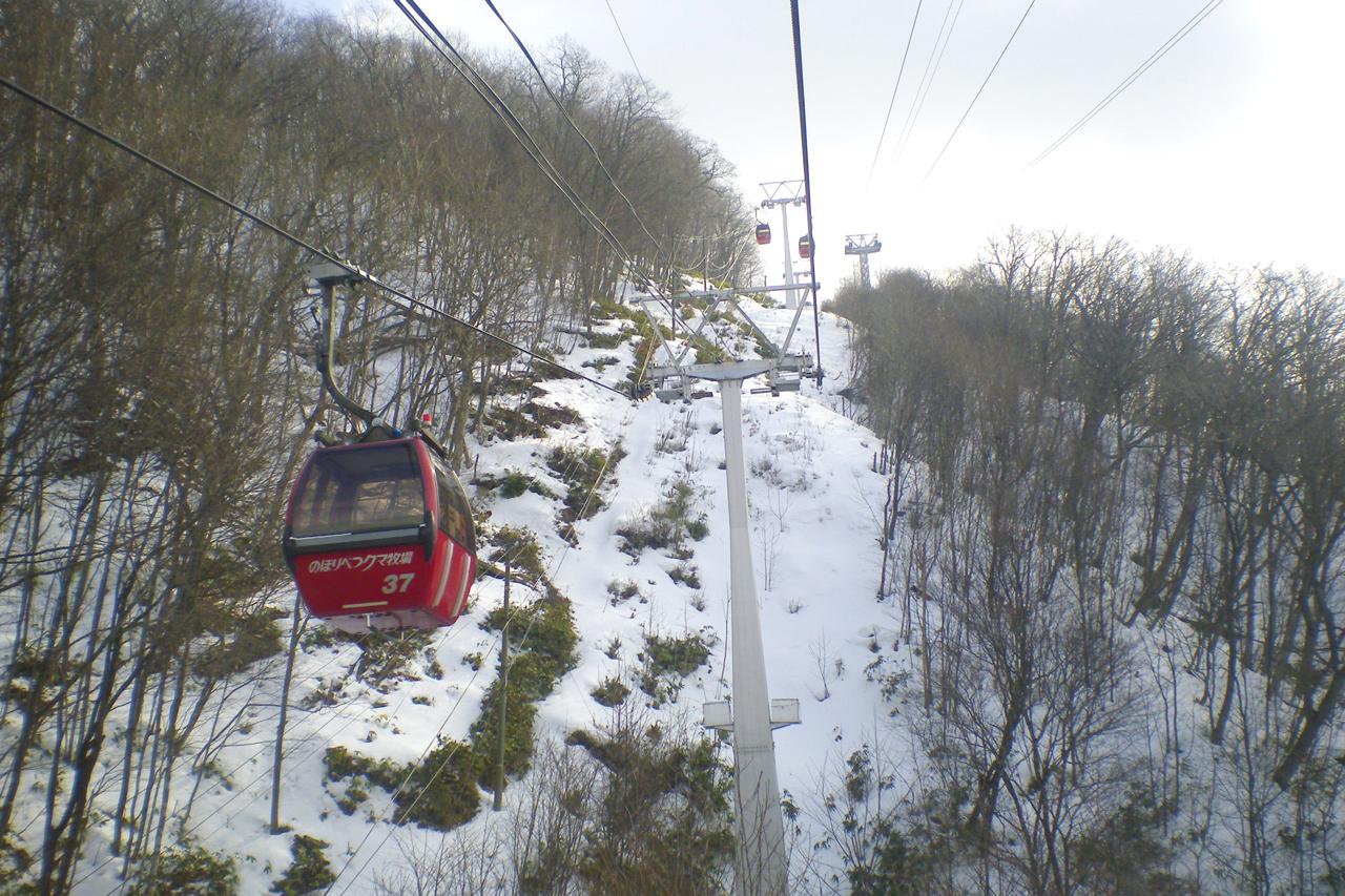 雪景色とゴンドラ